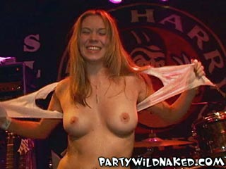 vidpic03 Dorm Parties   Drunken Spring Break Wet T Shirt Contest Easy Trios